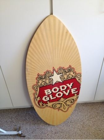 using a skimboard instead of a guest book. Put out some paint pens and have everyone sign in on a skimboard that we can add to our displayed collection! Perfectly SD.