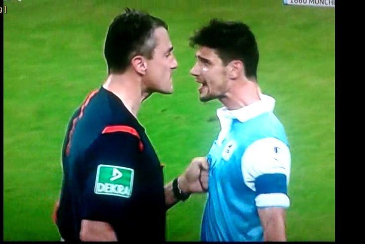 "nice #1860 #brutally #German #HolsteinKiel(FootballTeam) #Kircher #player #ref #referee #respect #Schindler #soccer #some #teaches #tsv #TSV1860München(FootballTeam) German soccer ref ""brutally"" teaches TSV 1860 player some respect http://www.pagesoccer.com/german-soccer-ref-brutally-teaches-tsv-1860-player-some-respect/"