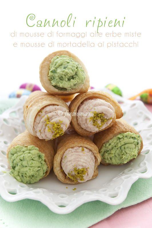 Cannoli ripieni di mousse di formaggi alle erbe miste e mousse di mortadella ai pistacchi