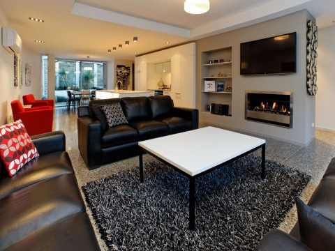 Chic in the City Queenstown #AmazingAccom #holidayhomes
