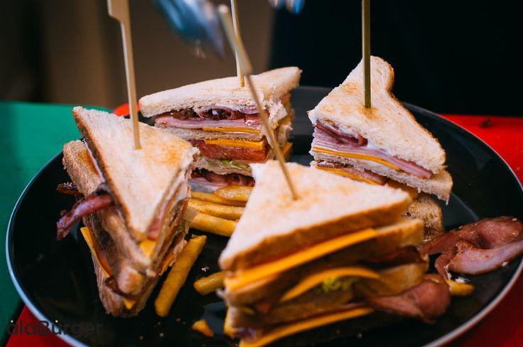 Μια όμορφη καλημέρα σε όλους μας τους φίλους!  Σας περιμένουμε σήμερα παρέα με τις καλύτερες λιχουδιές της πόλης!  Τηλέφωνα παραγγελιών: Ala Burger Quality Food Πέτρου Ράλλη 527 Νίκαια 2104920233 #burger #alaburger #nikaia #minichorizo #onions rings #sesamybbqstrips #mozzarella #sticks #sandwich #burgernikaia #kidsmenou #picante #sweetchili #truffle mayo #caesar #blue cheese #honeymustard #caesar's #alaburger #qualityfoods #clubsandwich #kaiser #