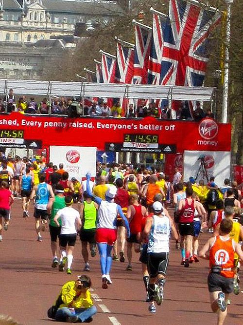 Experience the London Marathon  Read the post here: http://www.smittenbybritain.com/experiencing-the-london-marathon/