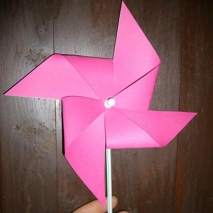 Como fazer um cata-vento (moinho) com cartolina. Quer decorar os vasos da sua varanda? Quer ensinar o seu filho a fazer um trabalho manual com papel muito divertido? Ensinamos-lhe a fazer um cata-vento feito com cartolina. É um trabalho manual muito...