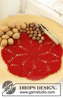 """Crochet DROPS place mat for Christmas in 1 strand """"Fabel"""" or """"Alpaca"""" and 1 strand """"Glitter"""" ~ free pattern"""