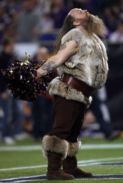 RAGNAR SERVES THE VIKINGS CHEERLEADERS