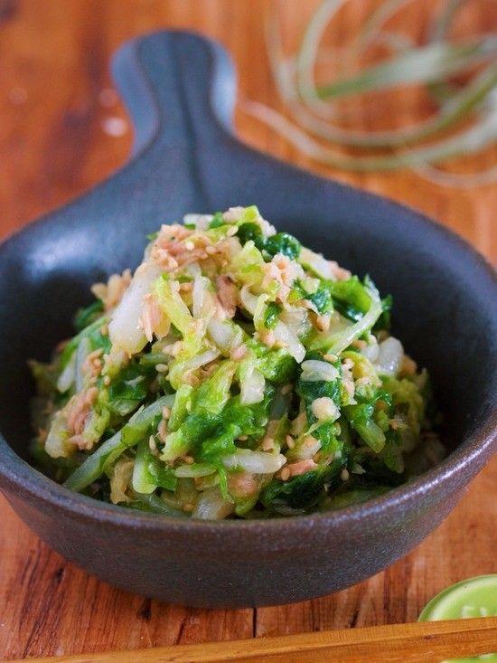 白菜1/4株がペロッと食べられる、やみつきおつまみ副菜。  白菜を塩もみして、あとはツナ缶+ナムルだれで和えるだけなので、とっても簡単!  しばらく置く時間を含めても10分以内で出来上がるので、バタバタ忙しい日にも最適です♪