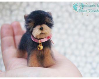 OOAK miniaturní plstěný pes / Yorkie / Needle felt yorkie / Dollhouse / Miniaturní / Miniaturní zvíře / Yorkshirský teriér / 1: 12 / Nejprodávanější zboží