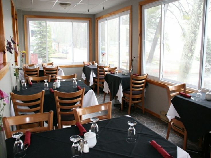Experience Frederick's at Beachwood's fine country cuisine while taking in the panoramic view of Lower Buckhorn Lake from your table.