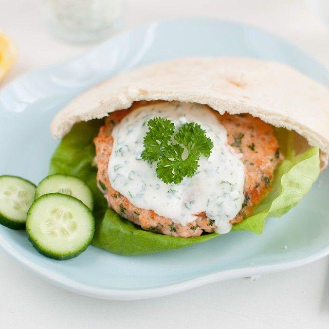 Salmon Burger in Pita Bread // Lakseburger i pitabrød www.kvardagsmat.no  #salmon #laks #matbloggsentralen #godtno #f52grams #feedfeed @thefeedfeed