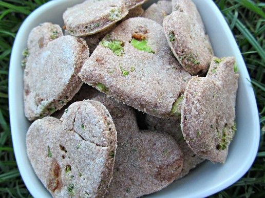 (wheat and dairy-free) broccoli apple dog biscuits #diy #dogbiscuits #dogtreats