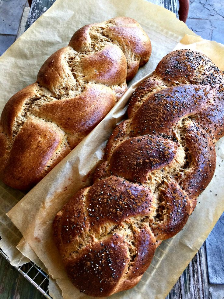 The BEST Einkorn Challah Recipe - Tastes as light and fluffy as white flour! | www.homemademommy.net