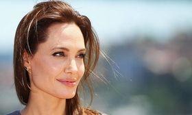 Η συγκλονιστική εξομολόγηση της Jolie για την πάθηση που παρέλυσε το πρόσωπό της μετά το διαζύγιο   Η Angelina Jolie μίλησε στο τεύχος Σεπτεμβρίου του Vanity Fair για το διαζύγιο από τον Brad Pitt για τα παιδιά τους και έκανε μία  from Ροή http://ift.tt/2tMcPWi Ροή