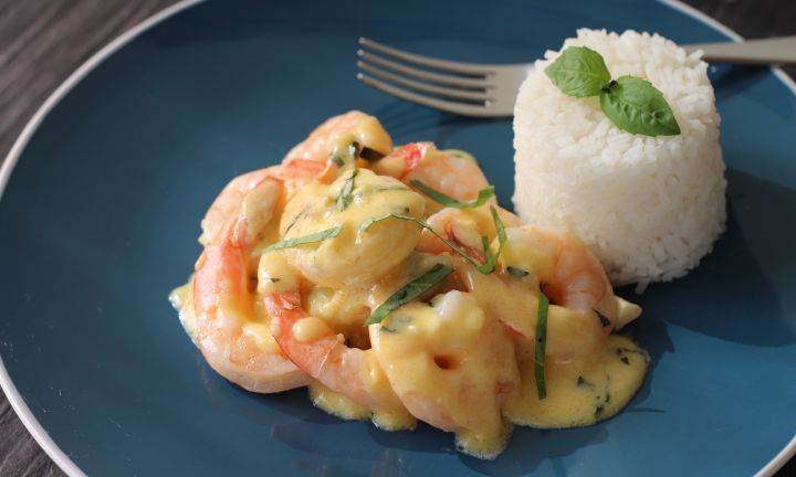 Creamy garlic prawnsThese creamy garlic prawns are restaurant quality that you can make at home. Flavoured with garlic, white wine, basil and fresh cream, they make a perfect entree and are great served with rice.