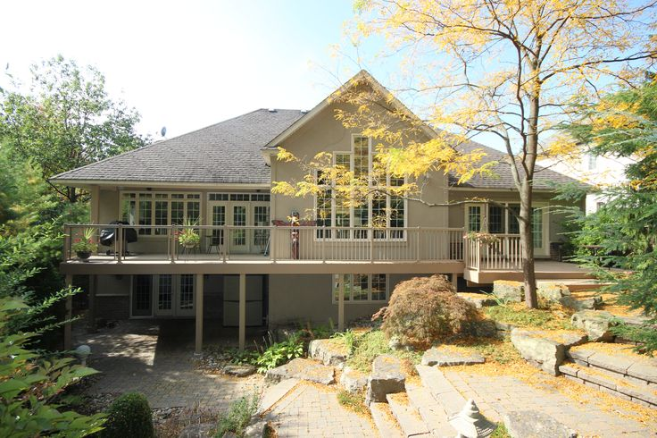 This high deck built in Oakville Ontario by Hickory Dickory Decks uses Clubhouse vinyl decking.