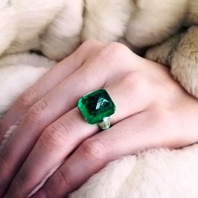 sugarloaf cabochon emerald ring of 17.02 carats, by Black, Starr & Frost