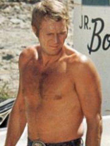 Solitaire, renfermé, voire parfois agressif, Steve McQueen a eu du mal à s'imposer auprès des studios hollywoodiens. Ces derniers n'ont plus hésité après avoir vu son charisme ....
