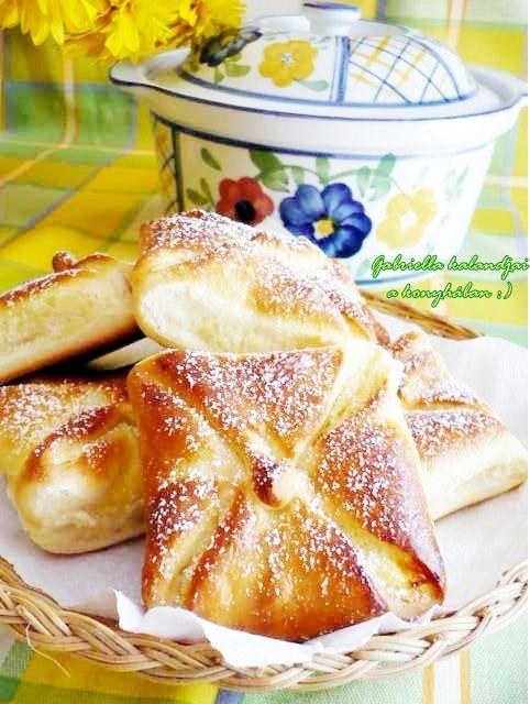 Gabriella kalandjai a konyhában :): Kedvenc túrós batyum és variációi - - - kelt tészta