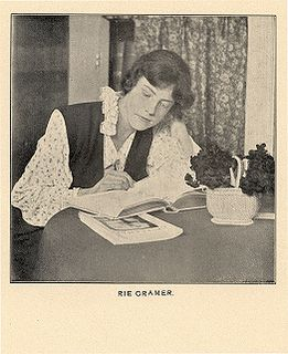 Marie (Rie) Cramer  Geboren in Sukabumi (Java, Indonesië) op 10 oktober 1887  Overleden in Laren op18 juli 1977  Ze was een Nederlands illustrator en schrijfster.