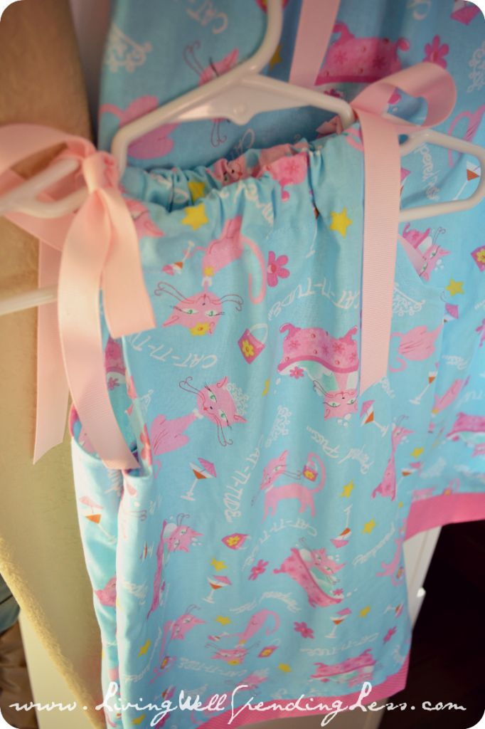How to Make a Pillowcase Dress & 49 best pillowcase projects images on Pinterest | Pillowcases ... pillowsntoast.com