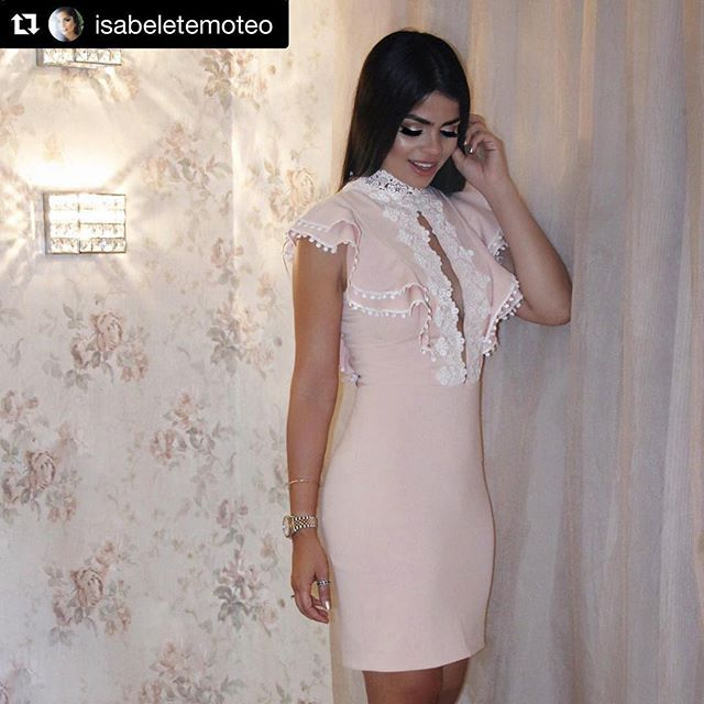 Sempre linda e arrasando com nossos looks @isabeletemoteo 😍😍😍#Repost @isabeletemoteo with @repostapp ・・・ O romantismo e feminilidade que eu amo no vestido de princesa moderna da @karmanioficial 🙀💖👑✨ #lookdaisa #dress #karmani