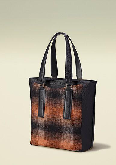 【DAKS BAG 】 626480 ¥55,000+税  (Online shop:http://www.daks-japan.com/onlineshop/)(株式会社クイーポ 03-3268-9111 http://www.kuipo.co.jp/)