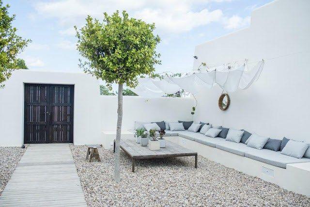 Une maison blanche et bleue à Ibiza   PLANETE DECO a homes world