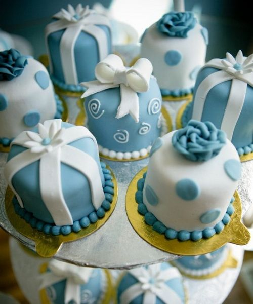 how to ice mini wedding cakes best 25 blue wedding cupcakes ideas on royal 15755