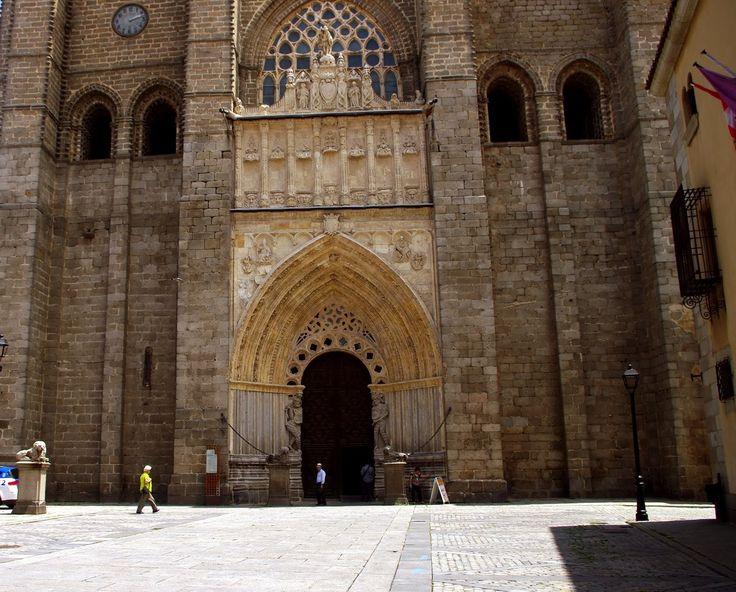 Fotos de: Avila -  Catedral del Salvador - Vista exterior