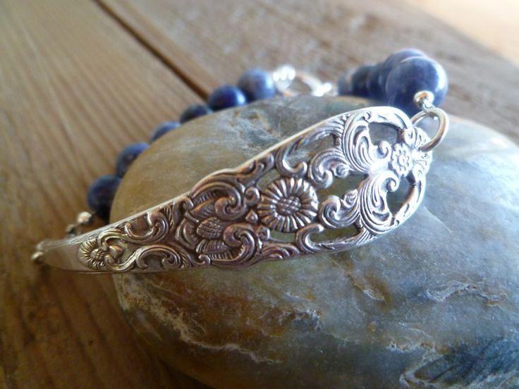 Armbånd lagd av skaftet av en gammel t skje og Sodalite steiner. Fra by janeM. www.epla.no/shops/byjanem/ Bracelets made from the shaft of an old spoon.