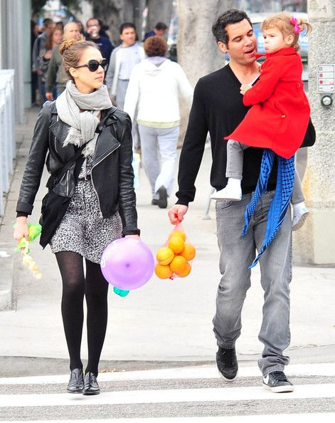 Jessica Alba Photos Photos - Actress Jessica Alba and her husband Cash Warren take their daughter Honor to the Santa Monica Farmer's Market in Santa Monica, CA. Honor wanted to ride the mini horse but as soon as she got on it, she got scared and started to cry until Jessica would take her off. - Jessica Alba And Family At The Santa Monica Farmer's Market