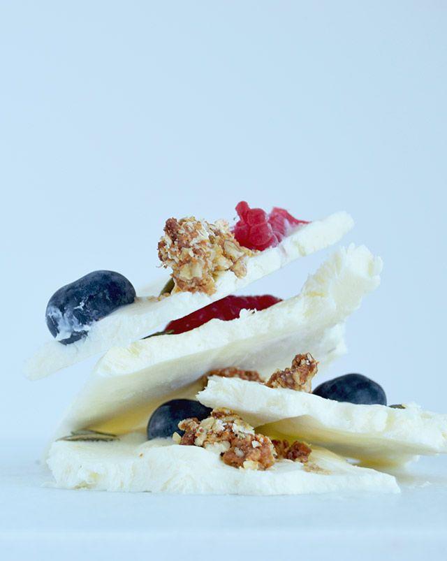 Frosne morgenmadsbrud af græsk yoghurt
