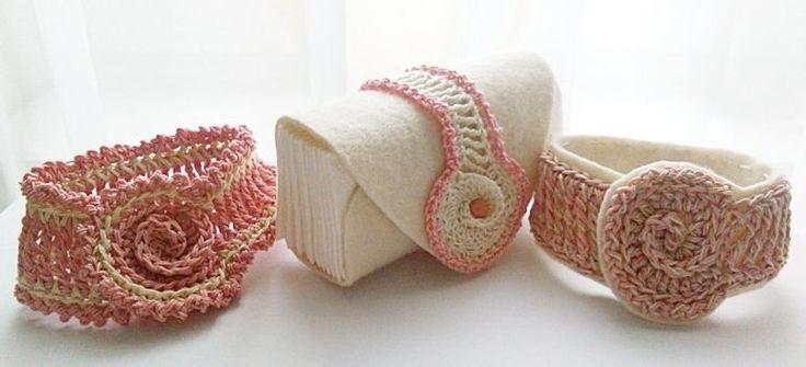 Freeform crochet bracelets and Kleenex Case Tovább készítvén a freeform díszpárnámat újabb motívumot találtam fel. Leírtam, le is rajzoltam, na nem egy remekmű, de azért ki lehet próbálni.