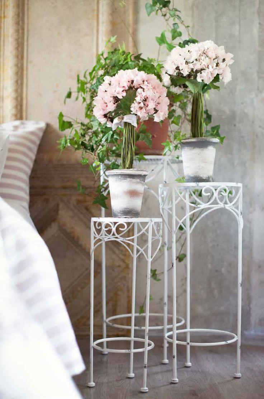 Set 3 tavolini in metallo della Collezione Portofino di Blanc Mariclò. Scopri: https://www.mylovelyshabby.com/arredamento-mobili-shabby/351-set-3-tavolini-portofino-blanc-mariclo-8016012512723.html