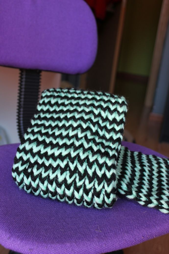 Loom knitted bicolor scarf by Andre G.