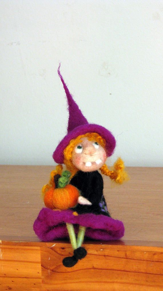 Halloween Witch holding pumpkin Needle felted witch Waldorf inspired witch Felted doll Magic witch Halloween decor Kitchen witch Art doll #needlefelted #doll #witch #halloween #magic #home #kitchen #decoration