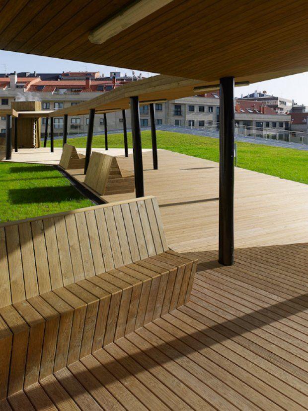 Plaza sobre Complejo Lúdico-Deportivo de La Florida. Vigo.