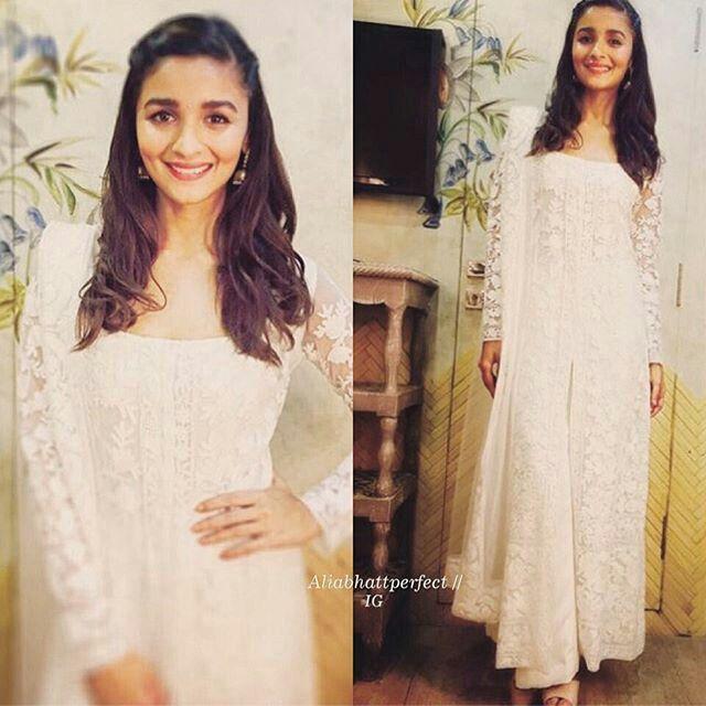 Alia bhatt at #ProKabbadi in manish malhotra outfit.
