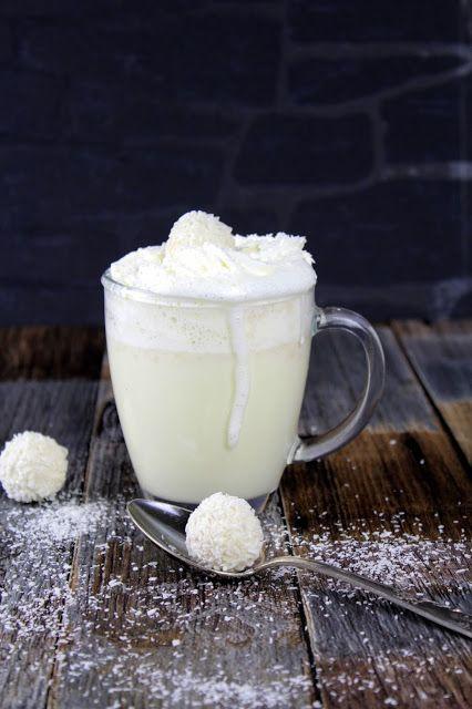 : Raffaello White Hot Chocolate  Ihr benötigt für 1 Tasse:  3 Raffaellos  30 g weiße schokolade  150 ml Milch  50 ml Sahne  20 ml Kokossirup  Mark 1 Vanilleschote    optional Sahne + Kokosraspel – Marion Natalie ❤️