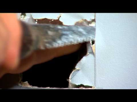 How To Patch A Small Hole In The Wall - Mitre 10