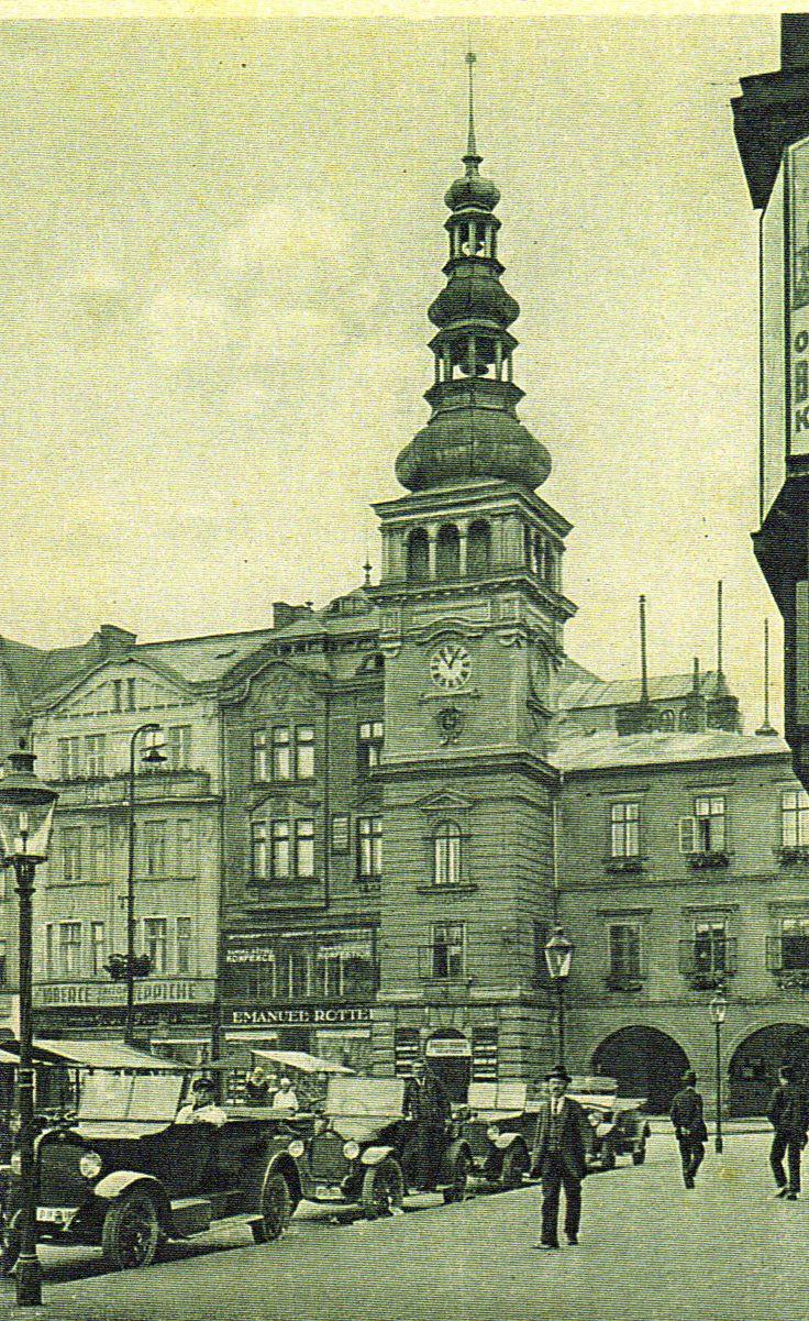 stará radnice na Masarykově nám.Dnešní Muzeum.