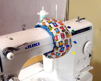 Free pattern   Wrap around pin cushion for large sewing machine.
