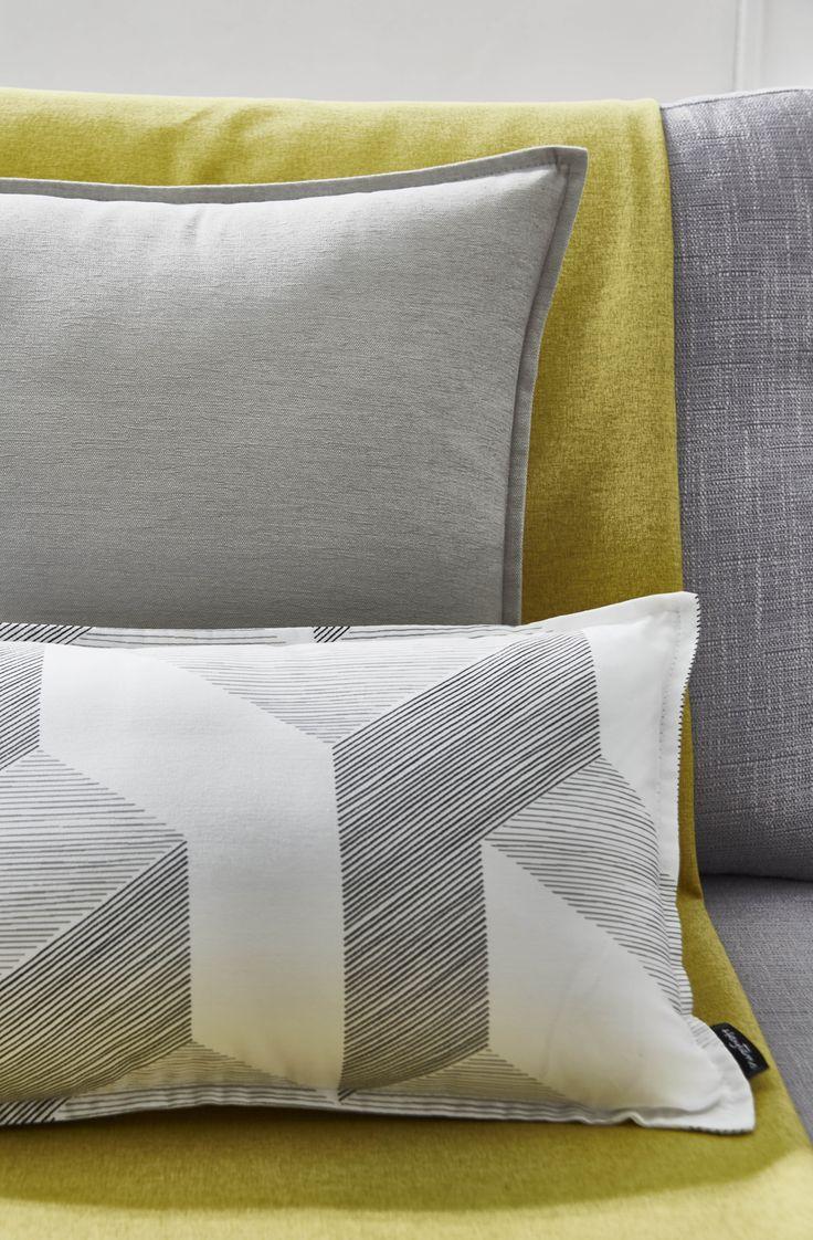 focus coussins en tissus prisme gris et mambo stone jet en tissu york anis collection. Black Bedroom Furniture Sets. Home Design Ideas