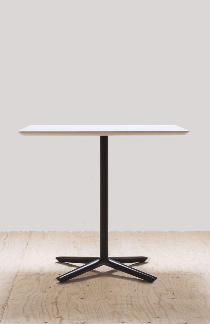 Quattro table, Andreu World