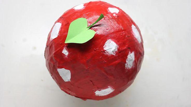 Le papier mâché est un matériau dur et facile à fabriquer qui peut être utilisé pour recouvrir diverses surfaces. Il est souvent utilisé en arts plastiques pour créer des variétés de choses, telles que des sculptures, des bols, des marionne...