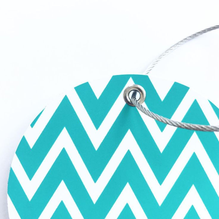 With our ziczac tag in turquoise you will definitely spot your suitcase on the luggage carousel!