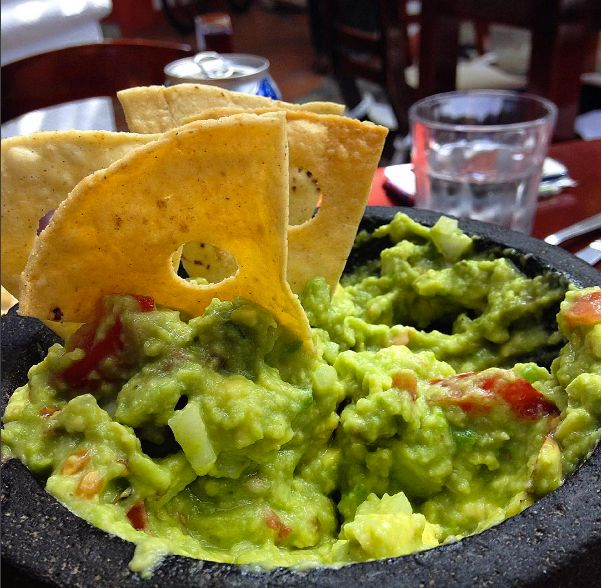 Ever since I traveled to Mexico last fall, I've had an obsession with guacamole. It's not always easy to find good quality avocados in Norway, but when I do, eating guacamole always mak…