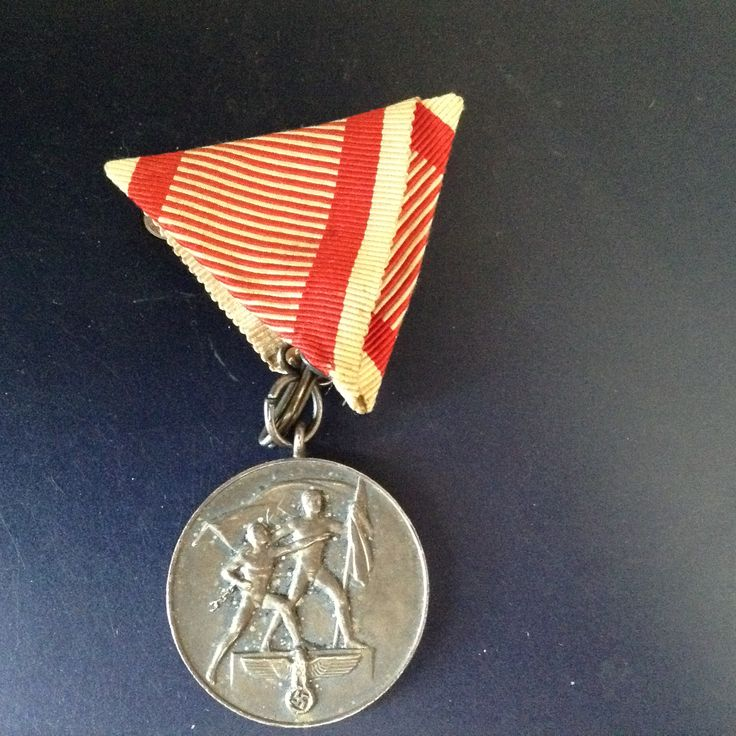 Eligibility: Military personnel, members of the Austrian branch of the NSDAP, others Awarded to all German military personnel who participated in the march to Austria, members of the Austrian branch of the NSDAP and other Austrians who contributed to the Anschluss.  Campaign(s)	Interwar period Statistics  Established	May 1, 1938 First awarded	May 1, 1938 Last awarded	December 13, 1940  * ribbon incorrect: Austria colors  * Coleção pessoal