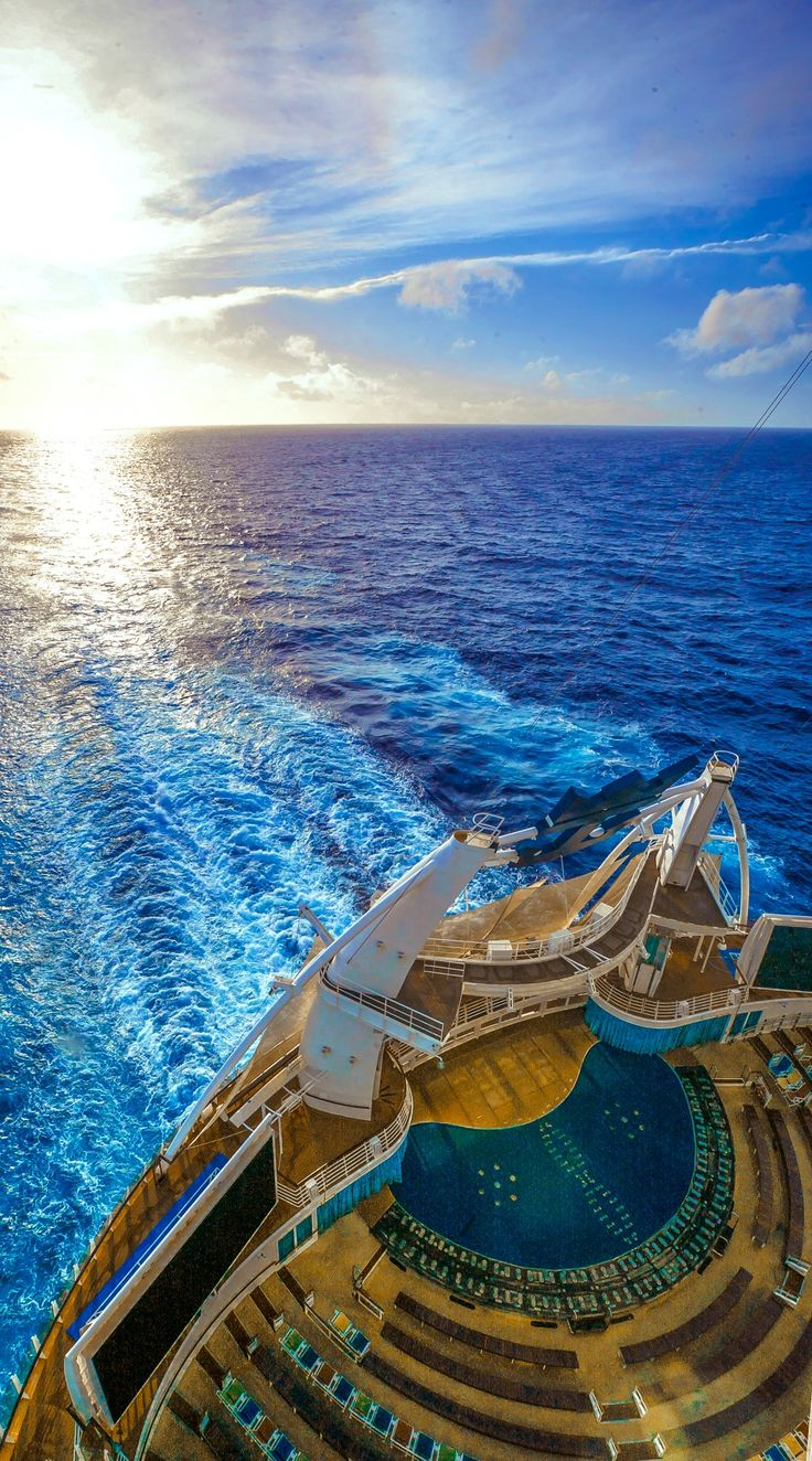 The beach pool on oasis of the seas cruise ship cruise critic - Experience The Ship That Revolutionized Cruising Oasis Of The Seas Its Groundbreaking Design Offers Seven Distinct Neighborhoods Built For Your Ultimate