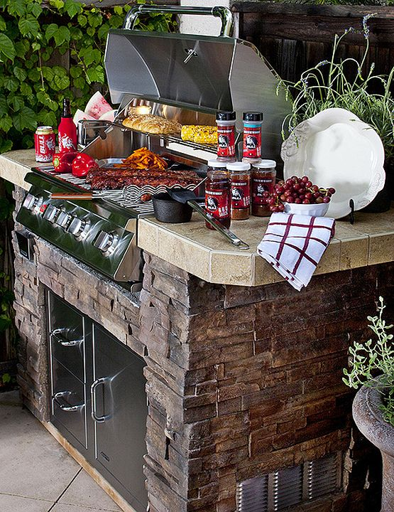 Summer is quickly approaching, so it's time to get that barbeque island you've always been dreaming of! This beautiful BBQ Island features Coronado Stone's 6 Inch Drystack / color: Dakota Brown. Image courtesy of Bull BBQ.