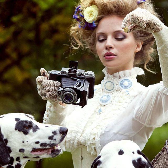 #faces_and_style_photo_contest_iii for @faces_and_style #category1_vintagelook #Блузка - #натуральный_шелк,  #кружева #шантильи, ряд жемчужных пуговок на манжетах @julinafashion  Колье @gellanova  #blouse #luxe #instagram #instagramrussia #romantic #love #portrait #lace #инстаграмнедели #собаки #винтаж #долматинцы #dog